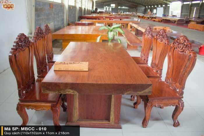 Cách thiết kế căn bếp hiện đại tiện nghi cùng bàn ăn gỗ tự nhiên