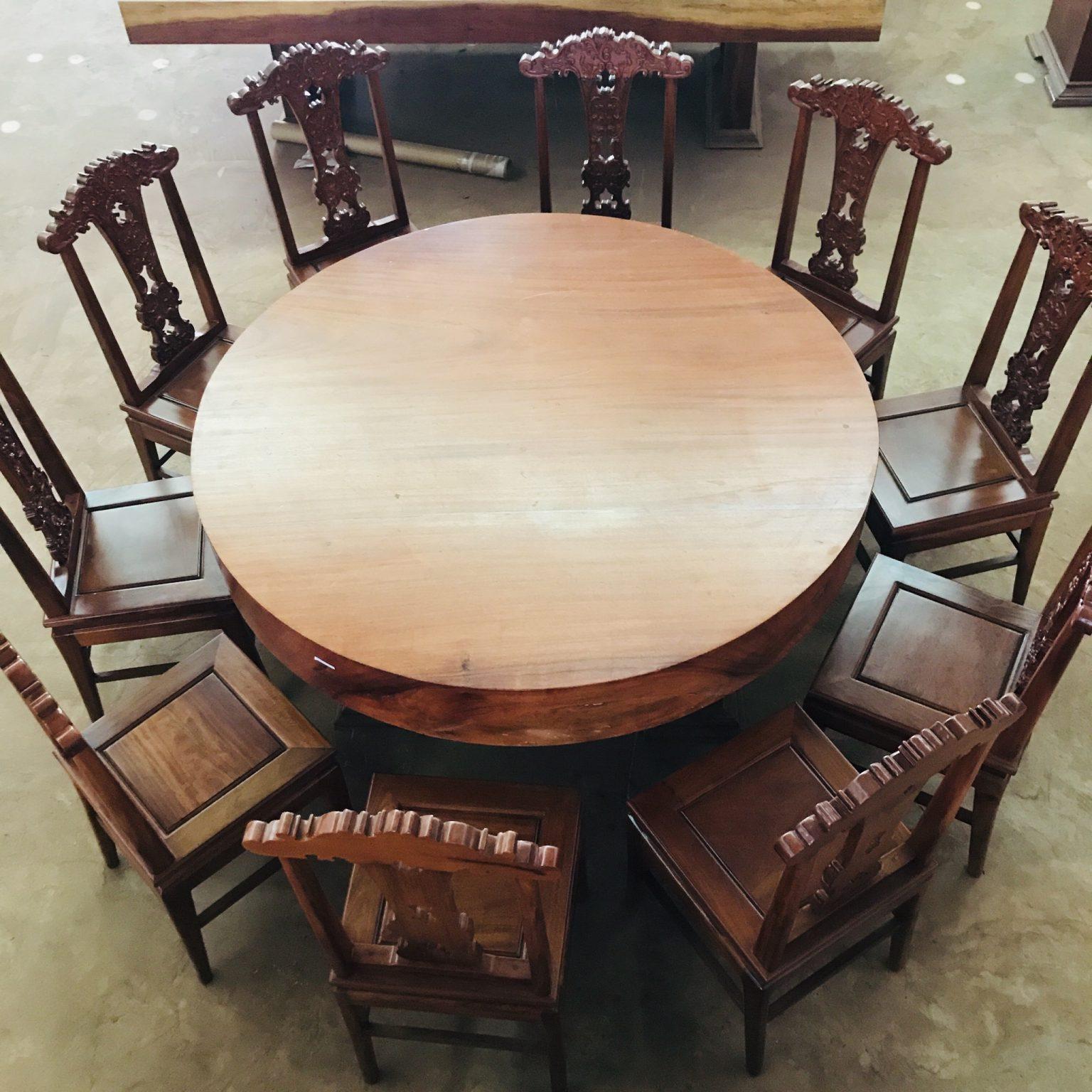 Bàn tròn gỗ gõ vàng 1m54 x 20cm ,10 ghế gỗ căm xe